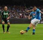 نابولي ينفرد بصدارة الدوري الإيطالي بعد فوزه بثلاثية على ساسولو