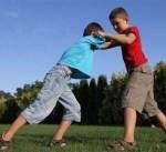 العقاب البدني للطفل يجعله عدوانياً