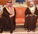 وزير الداخلية السعودي يبحث مع مسؤول عماني سبل تعزيز العلاقات الثنائية