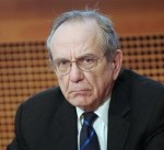 وزير الاقتصاد الإيطالي: سنواجه أزمة سياسية بعد الانتخابات