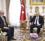 """سفير الكويت يسلم رئيس وزراء تركيا دعوة حضور مؤتمر """"إعمار العراق"""""""