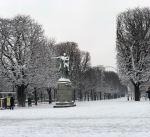 باريس تزداد سحرا بارتدائها الحلة البيضاء