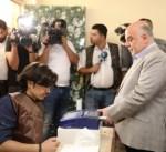 سياسيو العراق يدلون بأصواتهم