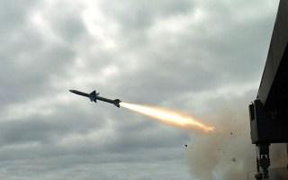 الدفاع الجوي السوري يعترض هجوما صاروخيا على أحد مطاراتها العسكرية