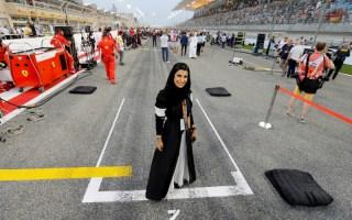 امرأة سعودية تقود سيارة فورمولا 1 قبل جائزة فرنسا الكبرى