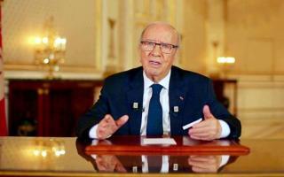 الرئيس السبسي يقبل تعديلا وزاريا لنزع فتيل الأزمة السياسية