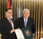 الرئيس الفلسطيني يمنح السفير منصور العتيبي «نجمة القدس» تقديرا لجهوده المميزة