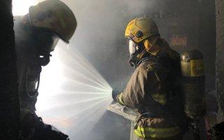 """""""الإطفاء"""": السيطرة على حريق عمارة في السالمية من دون إصابات"""