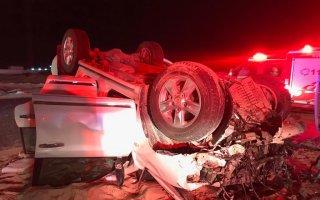الإطفاء: وفاة 3 أشخاص واصابة 5 آخرين في حادث تصادم وجهاً لوجه على طريق 500 المؤدي إلى مزارع الوفرة