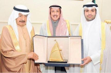 رئيس الوزراء البحريني يشيد بدور سمو أمير البلاد في دفع جهود التعاون خليجيا وعربيا