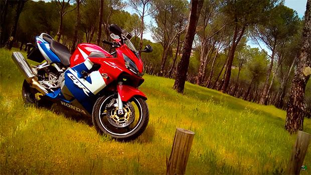 La moto que utiliza en su canal de YooTube Majes en Moto: Honda CBR 600 F4i