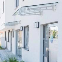 Glasvordach mit Unterdachhalterungen