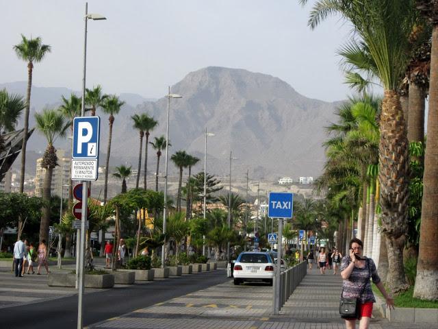 Cum s-o arzi prin Tenerife ca să nu mai fi hărțuit