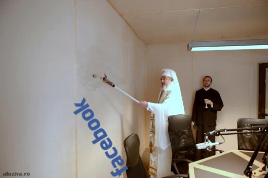 Patriarhul Daniel a dărâmat, din greșeală, serverul FACEBOOK