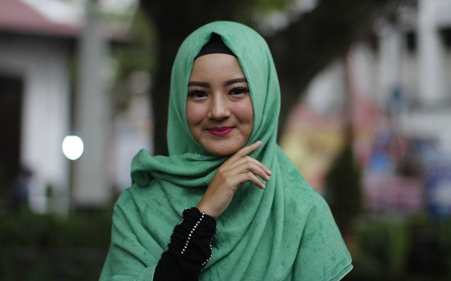 Tips Berbusana Muslim Untuk Para Wanita Agar Tampil Modis