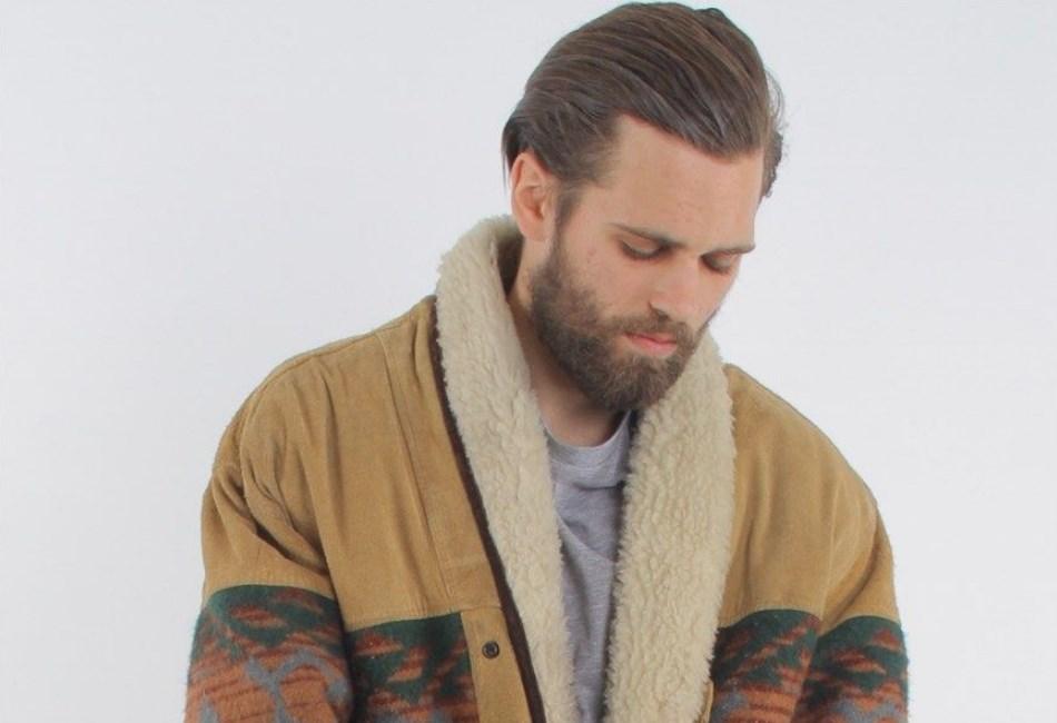 Elegan Dengan Jaket Kulit Klasik