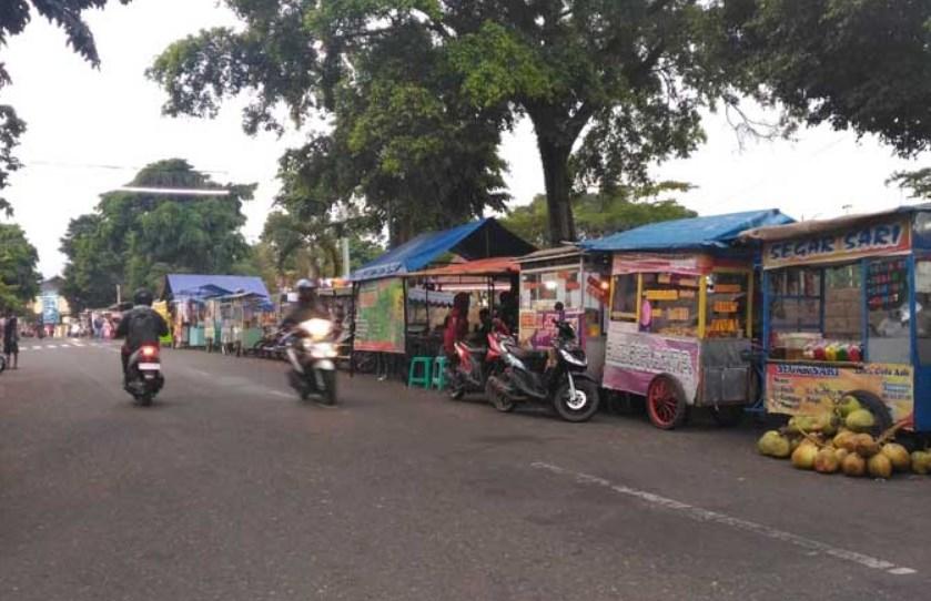 Barisan PKL Alun-alun Probolinggo