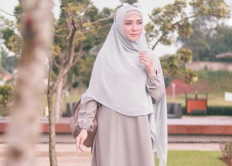 Inilah 6 Tips Dan Tutorial Hijab Syar I Casual Dan Nyaman Untuk Wajah Bulat Dyah Ayu Alvinda