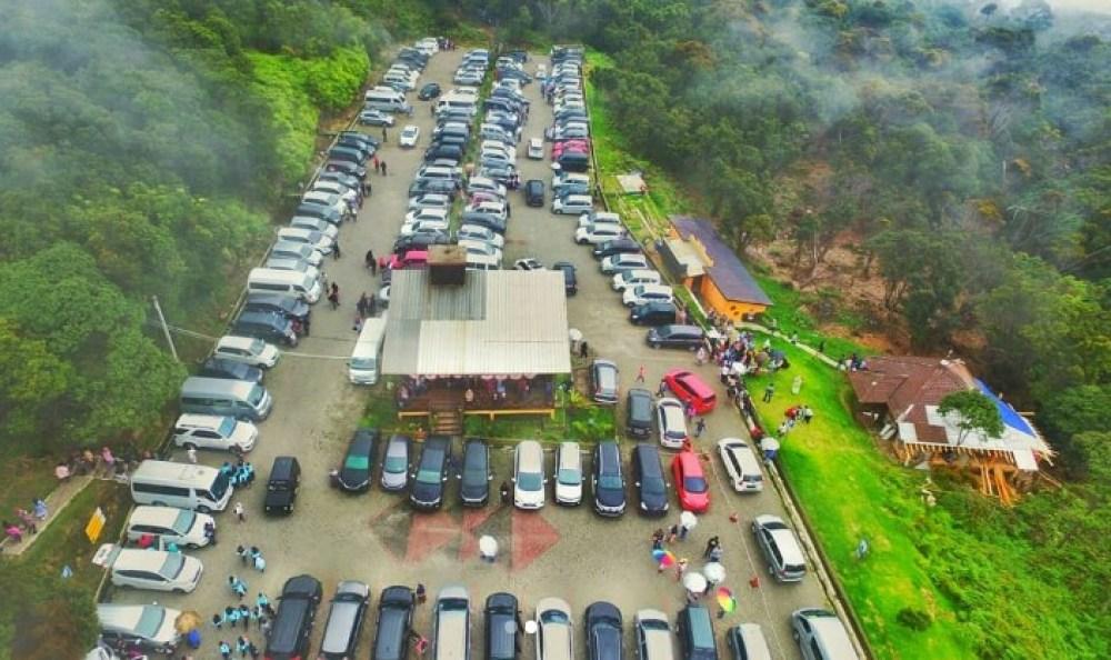 Area Parkir Kawah Putih Ciwidey yang Luas