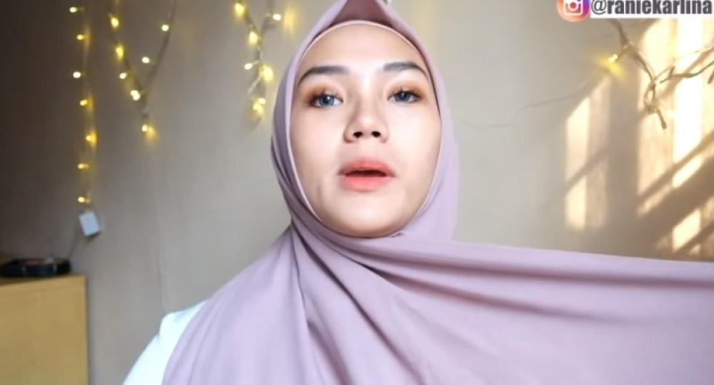 Cara Memakai Jilbab Segi Empat Modis, Sederhana dan Cantik, Bawa Sisi Hijab yang Panjang ke Arah Berlawanan Hingga Belakang Kepala
