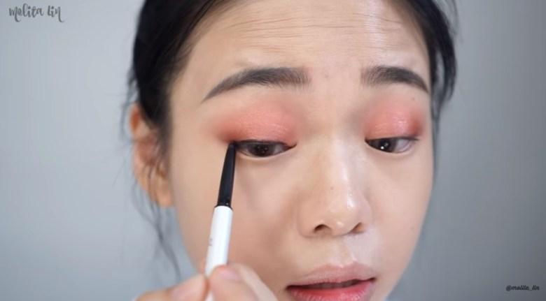 Gunakan Eyeliner Ala Korea