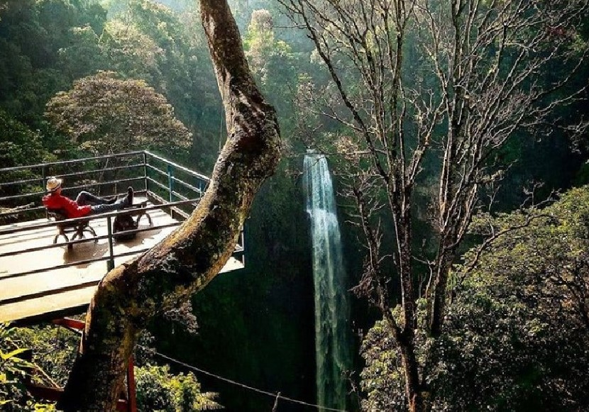Tempat Wisata Curug Cimahi Rainbow Waterfall