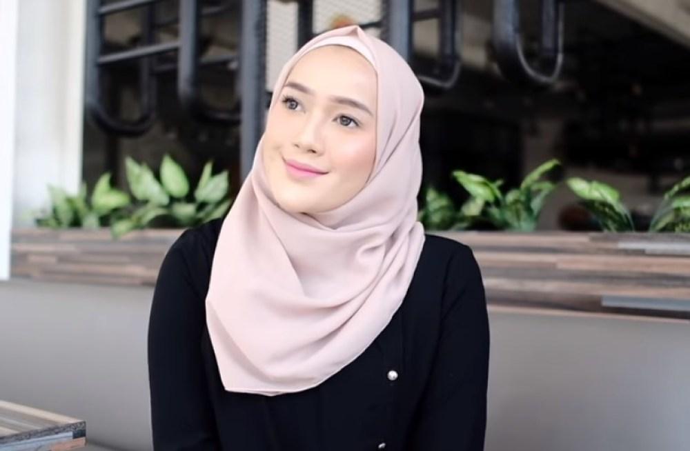 Toturial Hijab Segi Empat Seperti Hijab Pashmina Simple dan Modis SELESAI