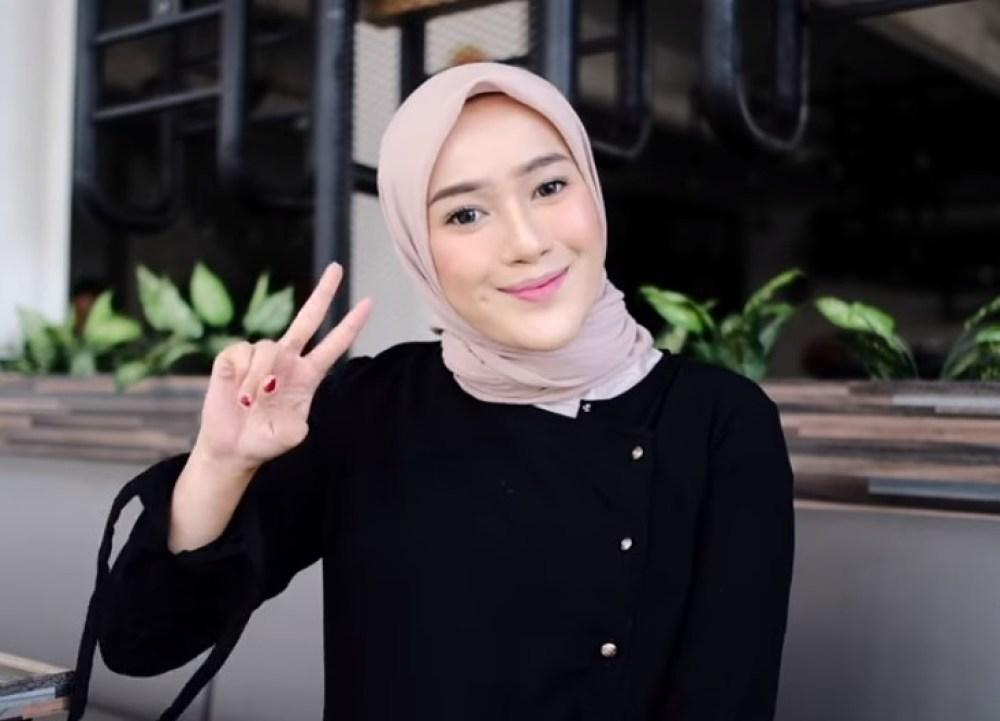 Tutorial Hijab Segi Empat Simple dan Modis Sederhana SELESAI
