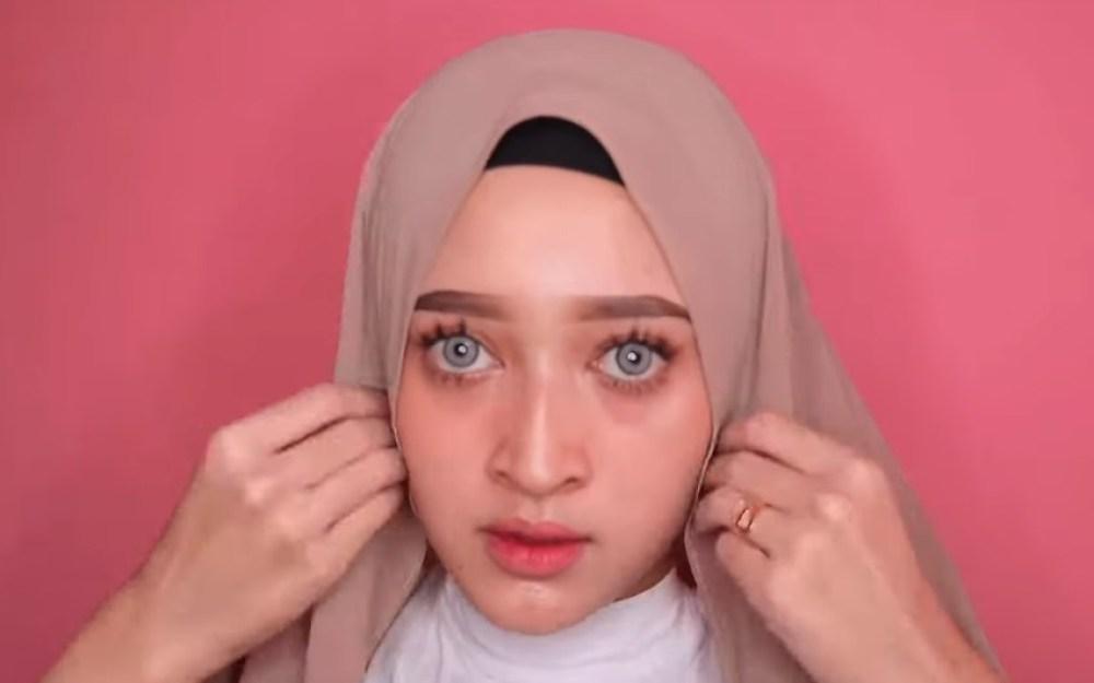 8 Tutorial Hijab Pashmina Simple dan Mudah, Kekinian Pas untuk Remaja 1