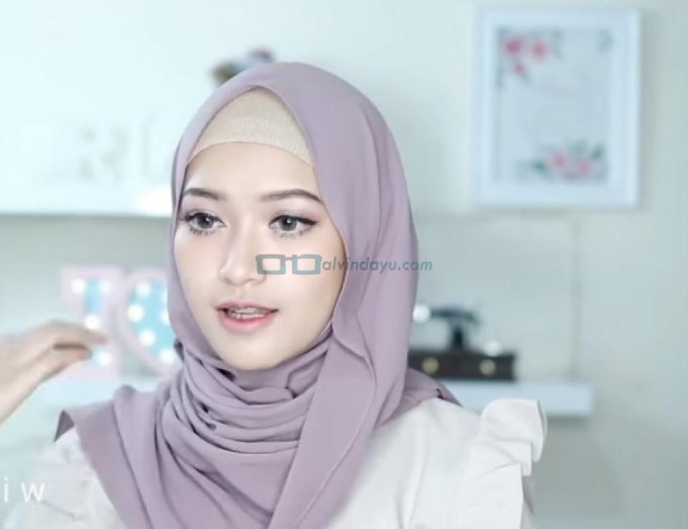 Tutorial Hijab Pashmina Pesta Pernikahan, Rapikan Hijab Pashmina