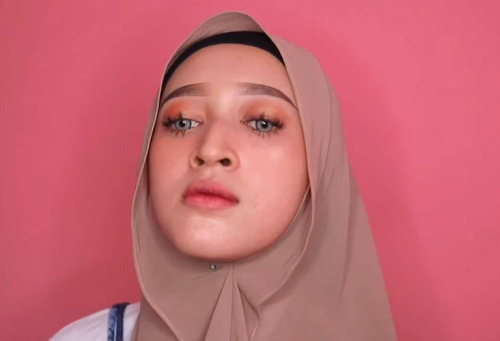Tutorial Hijab Pashmina untuk Remaja Simple dan Mudah, Pastikan Pemasangan Jarum Pentul Rapi