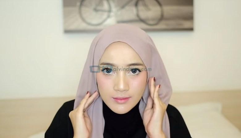 Tutorial Hijab Pashmina Diamond Turban, Buat Kedua Sisi Hijab Pashmina Sama Panjang