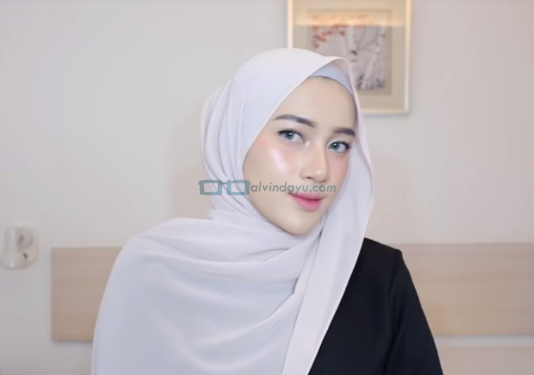 Tutorial Hijab Pashmina Simple Pesta, Rapikan Hijab Pashmina