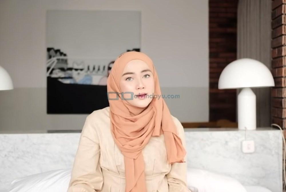 Tutorial Hijab Pashmina Simple dan Mudah Kuliah SELESAI