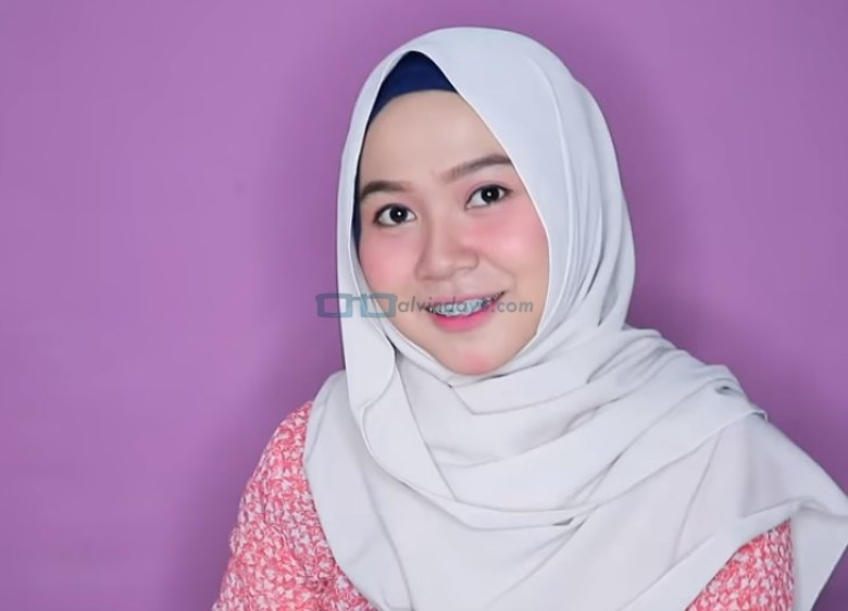 Tutorial Hijab Pashmina Wajah Bulat untuk Syari Menutup Dada SELESAI