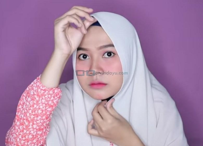 Tutorial Hijab Pashmina untuk Wajah Bulat dan Gemuk Tembem, Rapikan dan Buat Hijab Sesuai Bentuk Wajah