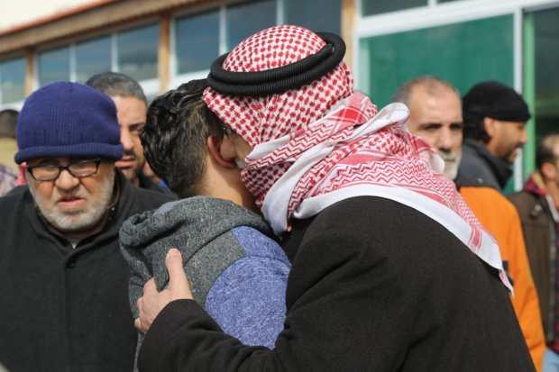 , بالفيديو والصور…صلاة الغائب على فقيد سيل الزرقاء الشاب حمزة الخطيب
