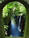 vista-a-traves-de-un-arco-del-puente-garganta-gorge-takachiho