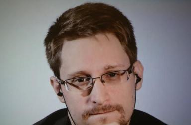 "Donald Trump Says He Will ""Look At"" Pardoning Edward Snowden"