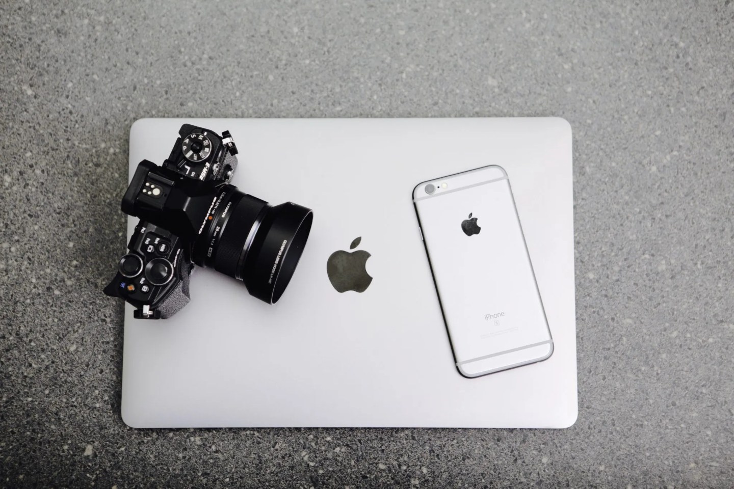 Blogging | DSLR Camera, Iphone & MAC