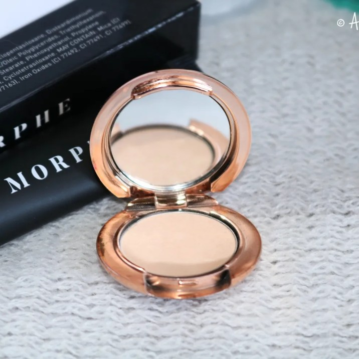 Charlotte Tilbury Airbrush Flawless Finish Setting Powder in Medium