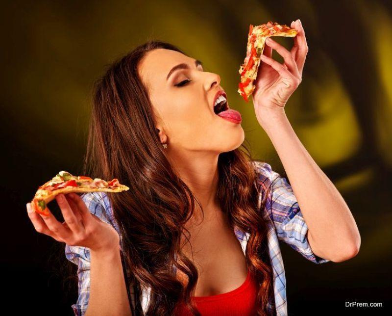 Cauliflower-Margherita-Pizza.