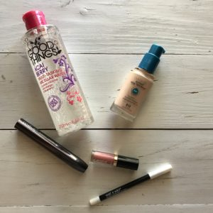 5 Beauty Products I Can't Live Without | AlwaysMovingMommy.com | 5 beauty products that will make your morning routine easier.