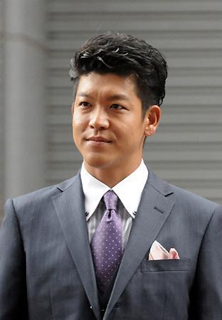 鶴瓶さんは半沢直樹の父親役を、息子の駿河太郎さんは伊勢島ホテルの湯浅社長役を好演しています。