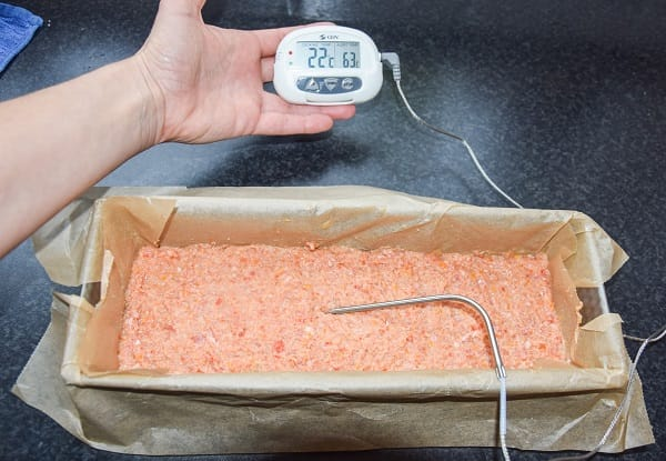 gehaktbrood-gaat-in-de-oven