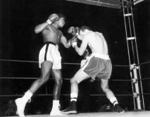 1984 yılından beri Parkinson hastalığı ile mücadele eden Muhammed Ali cuma günü 74 yaşında hayatını kaybetmişti.
