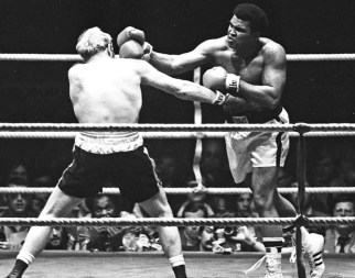"""Anma töreninde, """"Muhammed Ali gerçekler için mücadele etti. Savaşa """"hayır"""" dedi ve zulme uğradı. Ondan şüphe ettiler ancak gerçek Amerikalı asıl kendisiydi"""" denildi."""