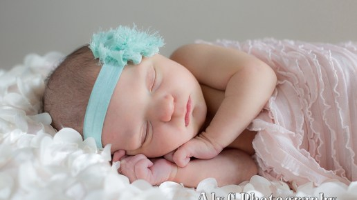 Newborn Family Pictures at Home | Baby Ellie