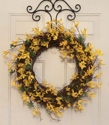 Spring Wreath for Love Your Life Friday at KarenEhman.com