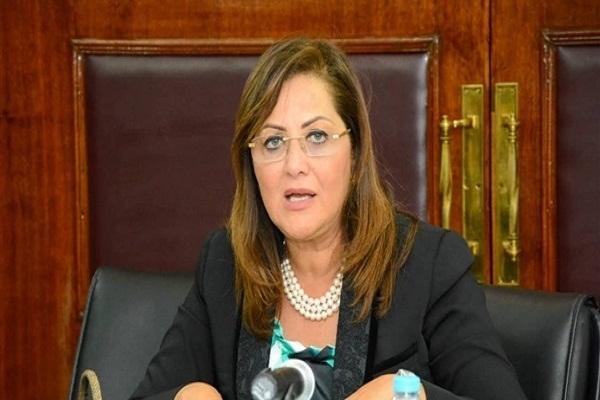 """صور..وزيرة التخطيط تزور معرض """"صنع في مصر"""" بمتحف القوات الجوية"""